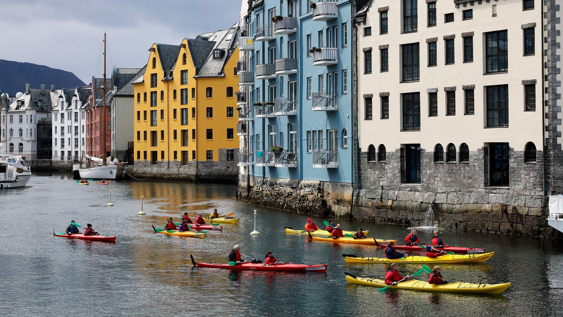 canoe river norway colourful buildings RF 24-240mm sample richard walch